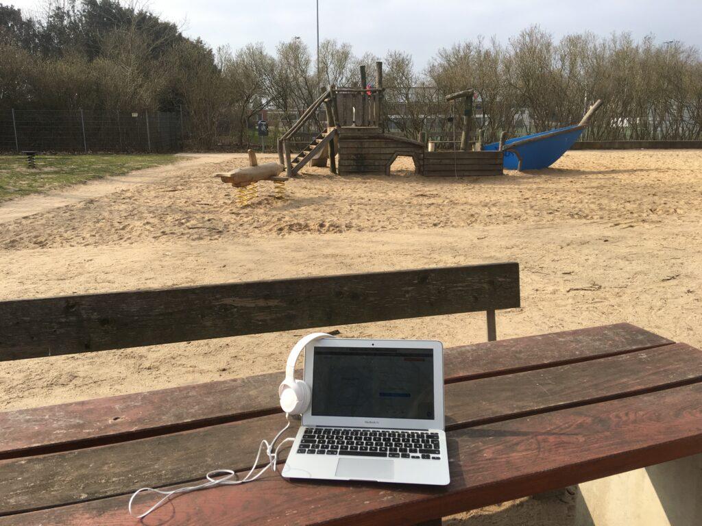 Arbeitsplatz auf dem Spielplatz